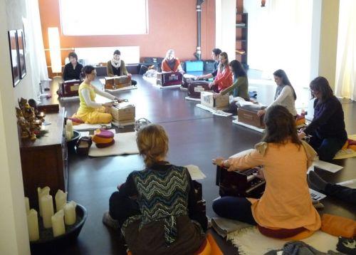 Harmonium_Lernseminar_Zrich_www.yoga-prasadam.de_reduziert.JPG